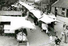 De markt op het Langgewenst in Hilversum in de jaren 60