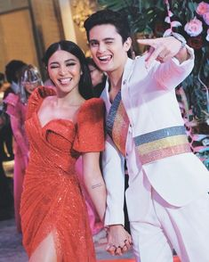 Tune in on the and catch Nadine Lustre ( and James Reid ( on the red carpet. Star Magic Ball Gowns, Nadine Lustre Fashion, Couples Modeling, Couple Goals Teenagers, Trendy Outfits, Fashion Outfits, James Reid, Jadine, Asian Celebrities