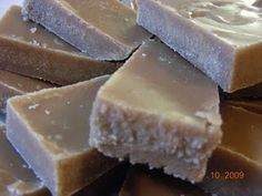 Fudge (omlós, skót vajkaramella) Fudge, Cheesecake, Food, Drinks, Drinking, Beverages, Cheesecakes, Essen, Drink