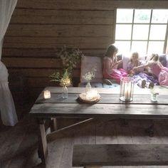 Här är vi just nu och fikar oboy och smörgås! 😍 #senakvällar  #semester #sommarlov #vårloge #logmys #tröskloge #sommar #minadöttrar