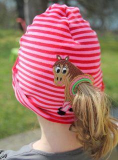 Mütze mit Pferdeschwanz - tolle Idee - gesehen auf Dawanda.de