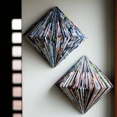 What a beautiful way to recycle old magazines- spray paint Recycled Magazines, Old Magazines, Recycled Crafts, Fun Crafts, Diy And Crafts, Arts And Crafts, Diy Projects To Try, Craft Projects, Origami Wall Art