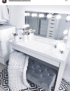 20 Best Makeup Vanities & Cases for Stylish Bedroom - tischdeko - Beauty Room Sala Glam, Makeup Vanity Case, Makeup Vanity Tables, Corner Makeup Vanity, Makeup Desk, Desk To Vanity Diy, White Vanity Desk, Ikea Vanity Table, White Makeup Vanity