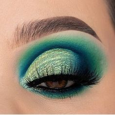 Dirty makeup brushes can build up bacteria which can cause spotsskin abscesses and infectons! Clean and dry your makeup brushes in just seconds. LINK BElOW Liquid Glitter Eyeshadow, Glitter Eye Makeup, Smokey Eye Makeup, Turquoise Eyeshadow, Eyelash Brands, Makeup Brush Cleaner, How To Clean Makeup Brushes, Brow Pomade, Vegan Makeup