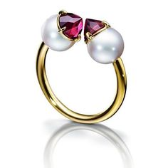 A unique design ring by @tasaki_intl with a #garnet and #pearl set in 18K yellow #gold #tasaki #jewelry #stylish #gems #beautiful #unique #design #details #craftmanship #art #colors #sparkle #ring