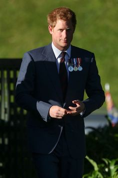 Noblesse et Royautés: Prince Harry has begun his weeklong tour of New Zealand following the end of his military detachment with the Australian Defense Force, May 9, 2015