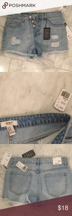 NWT Forever 21 Denim Shorts Jeans 28 Brand new with tags. Size 28 Forever 21 Shorts Jean Shorts