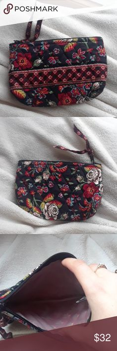 [Vera Bradley] Makeup Bag Beautiful Vera Bradley makeup bag in perfect condition! Vera Bradley Bags Cosmetic Bags & Cases