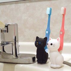 Cat Toothbrush Stand Holder / Black Cat / White Cat / Kitty Cute Kawaii Goods