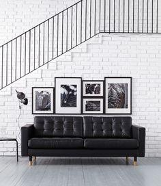 Näyttävätkö seinäsi paljailta? Tämä taidegallerioiden inspiroima kokonaisuus on virtaviivainen ja näyttävä (erityisesti, jos taulujen värimaailma on yhtenäinen).