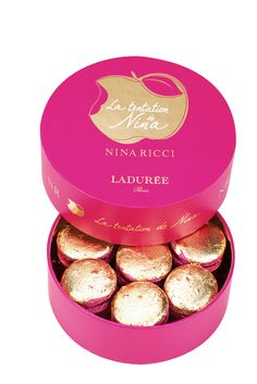 An intense, pink macaron topped with a leaf of gold. An explosion of tastes in the mouth, with raspberries, lemons, roses and almonds. This creation in osmosis heightens temptation. #ninaricci #ninalatentation #laduree