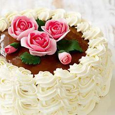 vadelma-kinuskikakku koristellaan ruusuin Happy Anniversary Cakes, Little Bunny Foo Foo, Make Birthday Cake, Three Little Pigs, Cake Decorating Tutorials, Mellow Yellow, No Bake Desserts, Yummy Cakes, Food Art
