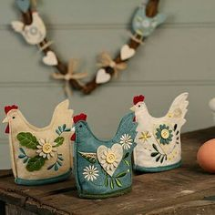 Chickens in felt/embroidered. Something to make.