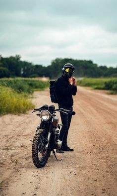to when the ground wasn't white ❄️ Motorcycle Men, Cafe Racer Motorcycle, Motorcycle Style, Mens Photoshoot Poses, 1956 Ford Truck, Dope Outfits For Guys, Cb750 Cafe Racer, Photo Poses For Boy, Motorbike Design