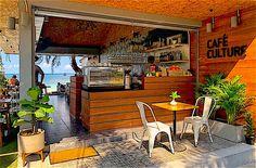 Café Culture está situado en el corazón de la playa de Sairee y es un moderno café junto a la playa que ofrece café de alta calidad y muchas opciones para el desayuno y el almuerzo. Un lugar impresionante con un gran ambiente, justo en la playa con música tranquila de fondo , que ofrece deliciosa comida y café junto con una variedad de deliciosos tés. Culture Cafe, Asian Bowls, Homemade Pastries, Beach Cafe, Fruit Shakes, Pub Crawl, Cool Cafe, Taste Of Home, Koh Tao