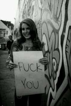 "Lana Del Rey holding up a sign that says ""Fuck You"" on it - circa Born to Die era Smile Quotes, New Quotes, Music Quotes, Love Quotes, Funny Quotes, Lanna Del Rey, Le Mirage, Elizabeth Woolridge Grant, Elizabeth Grant"