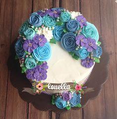 Flower wreath cake. #cakejakarta #buttercream #flowercake