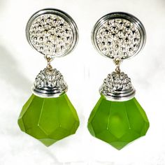 A pair of outsized kistch 1960s lucite drop earrings with chrome bails. Clip on dangle ear rings in vivid green plastic from the sixties