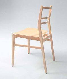 GIA chair : この椅子の製造元であるCRASSEVIG氏は物静かな経営者です。まるで哲学者のような語り口からは確固たる信念を感じ取ることができます。樹脂やPVCなどの化学物質が氾濫している家具業界に原点回帰の一石を投じたのがこの椅子です。木材の性質を熟知いているCRASSEVIG氏からの発信は物づくりの原点を見直すきっかけとなりました。