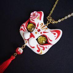 Japan inspired Kabuki / kitsune cat mask necklace by FleurDeLapin