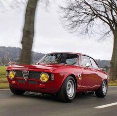 WEBSTA @ thealfacollection - Alfa Romeo Giulia Sprint GTA@car_vintage
