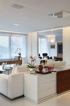 Paloma Yamagat Projeto arquitetura interiores sala living tv home casa apartamento aparador bandeja bar bebida