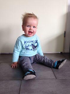 Baby Jim trots met zijn #babysteps #slofjes model Popstars.