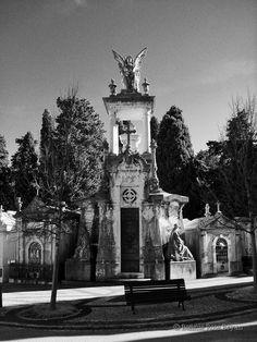 Cemitério dos Prazeres (Cemetery of Pleasures) - Lisboa / Lisbon, Portugal . photo by Bonnie Rose Bryan #angel #mausoleum #grave #tomb