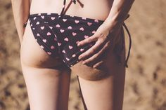 Do you want a butt that's smooth and polished AF? Here are 10 homemade scrubs for a polished butt minus spots, stretch marks and cellulite! Try these DIY homemade booty scrub, DIY butt mask and exfoliate buttocks naturally. Acne Treatment, How To Get Slim, Leg Challenge, Summer Legs, Swimwear Model, Slim Legs, Wearing Black, Sport Outfits, Weight Gain