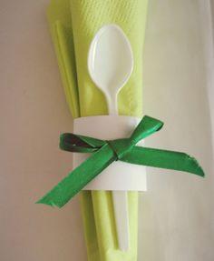 Guardanapo + colher .. ideia para organização de talheres.#decor#verde#green