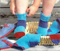 Je vous partage aujourd'hui le patron de chaussette que j'ai toujours utilisé pour tricoter des bas aux enfants. Kids Socks, Knitting Accessories, Knitting Socks, Leg Warmers, Fingerless Gloves, Mittens, Knit Crochet, Couture, Crafts