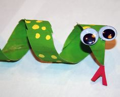 Rainforest theme- Slithering snake just in time for spring Rainforest Crafts, Jungle Crafts, Rainforest Theme, Forest Animal Crafts, Amazon Rainforest, K Crafts, Paper Roll Crafts, Crafts For Kids, Arts And Crafts