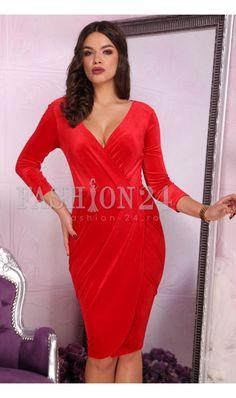 Rochie Liya Red - Rochie deosebita de ocazie, rosie, petrecuta, confectionata din catifea, cu decolteul in V, manecile trei sferturi si inchidere prin fermoar la spate. culoare: Rosu rochie eleganta de seara, petrecuta confectionata din catifea delicata decolteul in V manecile trei sferturi inchidere prin