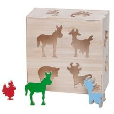 Lockable box with cut-out shapes of farm animals and 12 items matching the holes in the box. Educational toy that develops visual-motor coordination and  teaches  the names of animals. Made by Neo-Spiro.