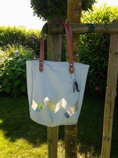 Handtasche aus grauen Leder mit silber Applikation ebook stars lillesol & pelle