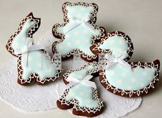 Haven't made cookies for baby shower for quite a while.   This time I have decided to use 2 pastel colors - yellow and blue.   Polk...