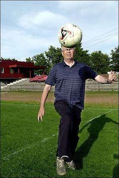 Jentefotball og ballbinger er de store satsningsområdene idet Østfold Fotballkrets runder de hundre. Vi tok en sommerprat med nestleder Hans Jørn Rønningen fra Rygge IL.