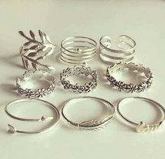Facebook Fashion Musthaves, Modern Jewelry, Cute Jewelry, Jewelry Box, Women's Accessories, Midi Rings, Jewelery, Ornaments Design, Rings Cool