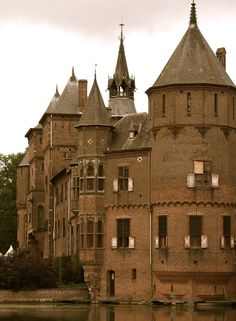 Dutch Castle II (by Swede13) this magnificant castle is Kasteel de Haar, located approximately thirty minutes outside of the Hague. ( Holand )