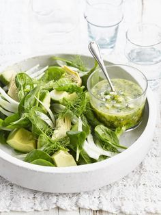 A simple Avocado, artichoke and spinach salad with green sauce recipe for you to cook a great meal for family or friends. Buy the ingredients for our Avocado, artichoke and spinach salad with green sauce recipe from Tesco today. Healthy Salads, Healthy Cooking, Feta, Blueberry Salad, Fennel Salad, Spinach Salad, Tesco Real Food, Vegetarian Recipes, Healthy Recipes