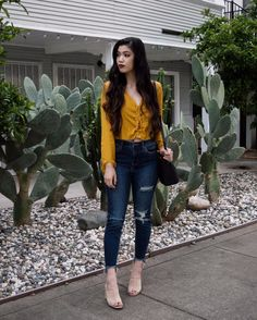 Yellow? You there? 👀🌵 #ootd Top: @charlotterusse #CRItsOn | Jeans: @cellojeans #cellojeans | Shoes: @publicdesire #PDBae | Bag: @hielevencom