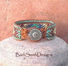 El tamaño lo turquesa plata abalorios cuero por BarbSmithDesigns