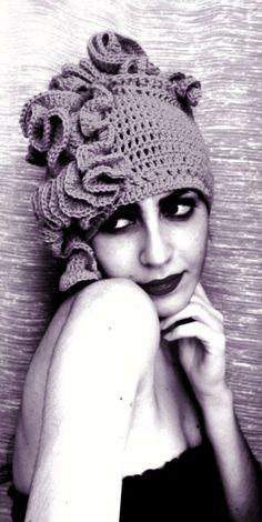 https://www.facebook.com/RitaBlunurArtista Hyperbolic crochet hat Designed by Rita BlúNúr
