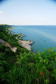 Lake Ontario. Toronto. (Canada) - in other parts of the world, because of its great expanse, it would be called a 'sea' if its water was salty - MR
