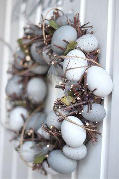 Easter egg wreath I húsvéti koszorú Hoppy Easter, Easter Eggs, Spring Crafts, Holiday Crafts, Holiday Ideas, Paper Mulberry, Diy Ostern, Easter Celebration, Easter Holidays