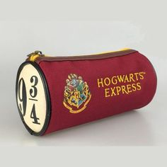 Harry Potter Round Kit Hogwarts, DIY and Crafts, Harry Potter Round Kit Hogwarts. École Harry Potter, Harry Potter Schmuck, Bijoux Harry Potter, Cadeau Harry Potter, Objet Harry Potter, Fans D'harry Potter, Harry Potter School, Mundo Harry Potter, Harry Potter Merchandise