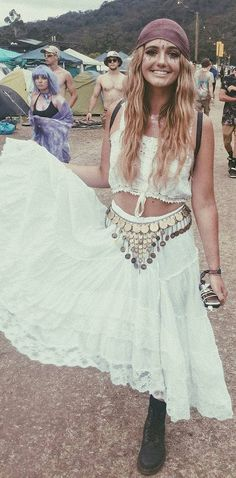 how to be a gypsy girl wearing all white