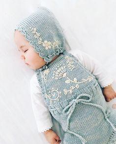 Trendy Ideas Crochet Sweater Toddler Little Girls Sweets Baby Knitting Patterns, Knitting For Kids, Baby Outfits, Kids Outfits, Knitted Baby Clothes, Cute Baby Clothes, Diy Clothes, Fashion Clothes, Baby Girl Fashion