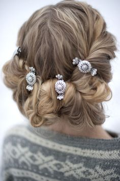 Bunad: Nå får du hårspenner til bunaden - KK Romantic Hairstyles, Braided Hairstyles, Headgear, Norway, Hair Clips, Scandinavian, Your Hair, Hair Beauty, Beauty Tips
