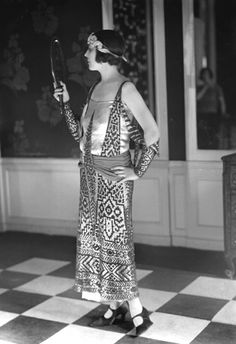 Paul Poiret, evening dress with Egyptian-style motifs, 1923. Lipnizki/Roger Viollet